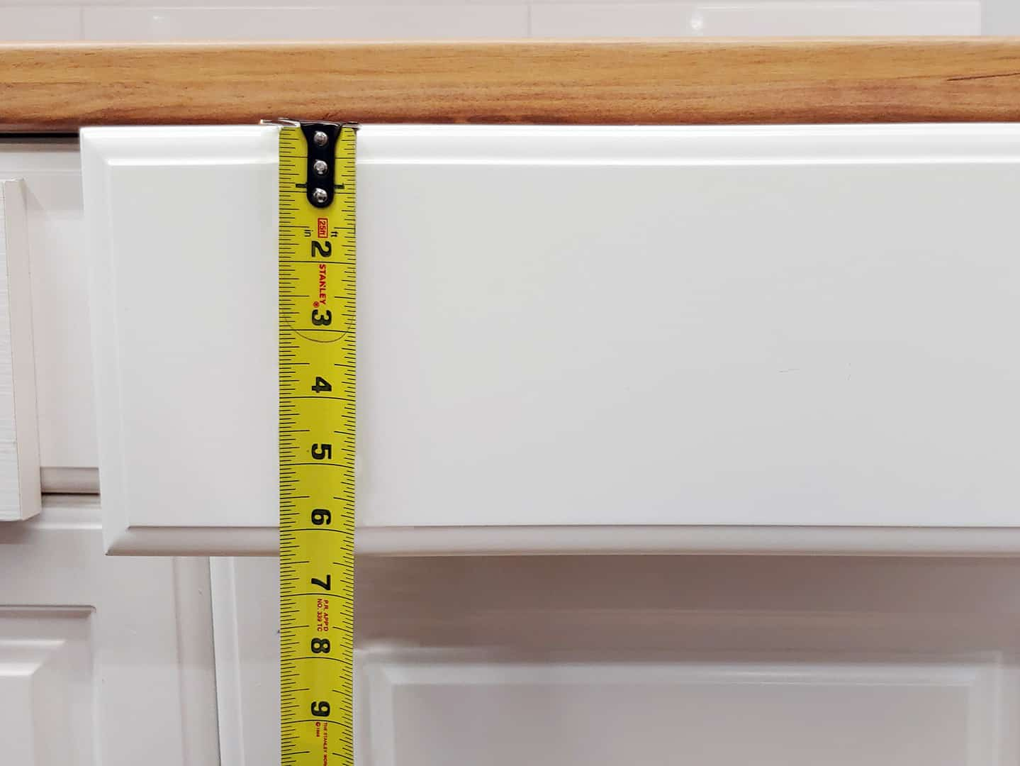 handle installation on cabinet drawer with TP-1934 Cabinet Hardware Jig (step 5)