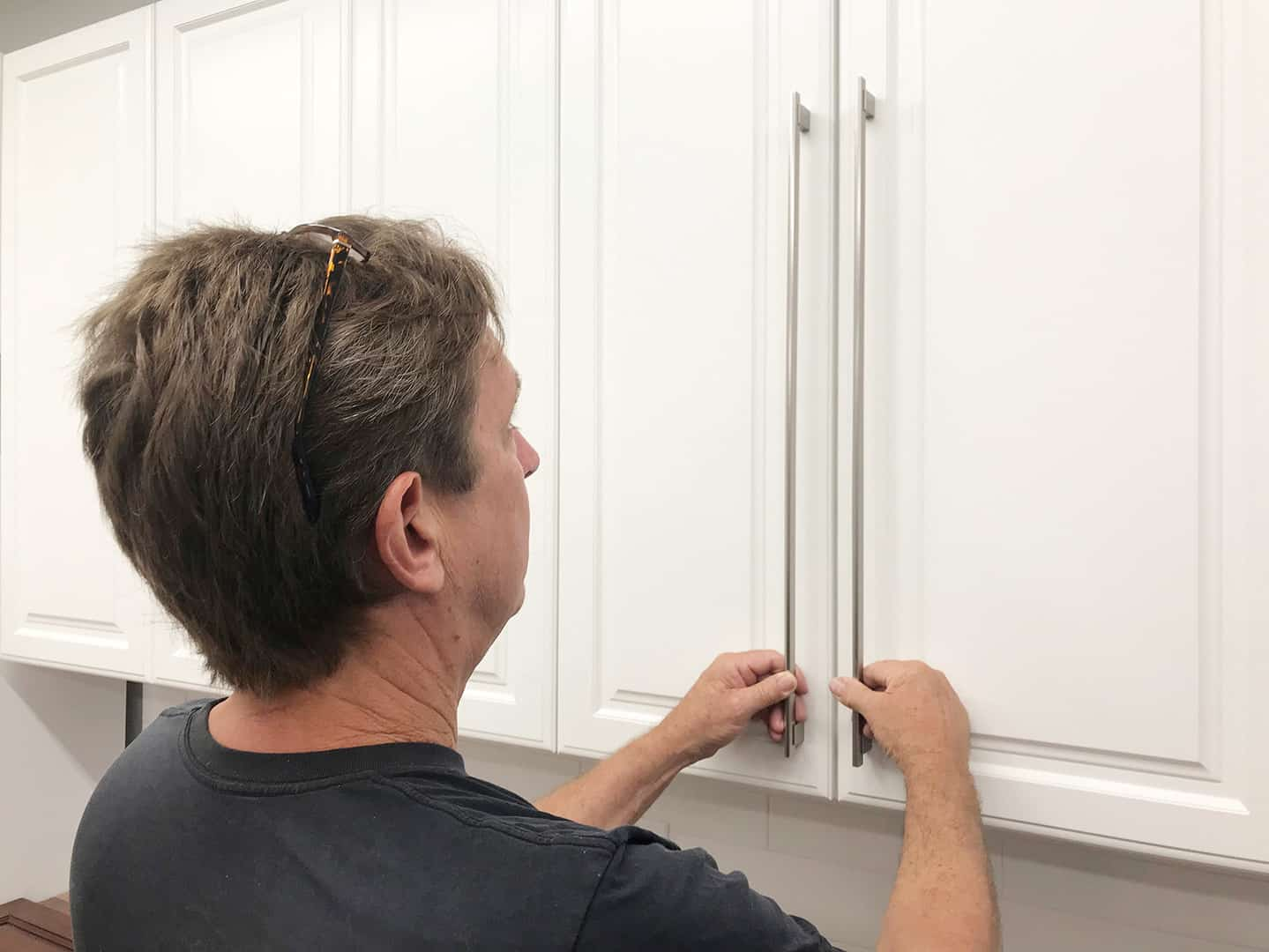 long handle installation on tall cabinet doors with TP-1935 Cabinet Hardware Jig (step 1)